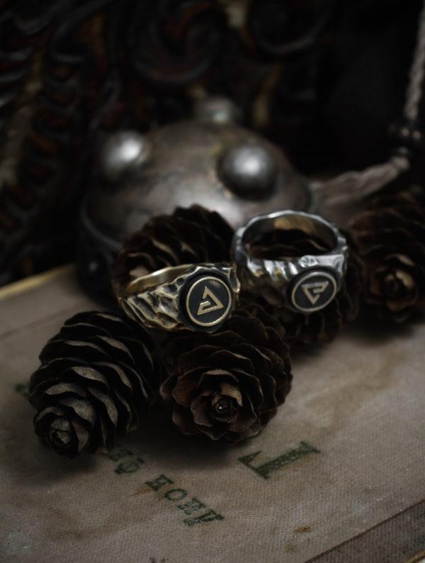 Кольцо с ведьмачьим знаком