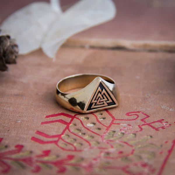 Кольцо «Валькнут»