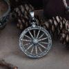 Кулон «Значок охотника с колесом»