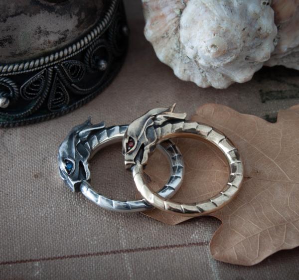 Кольцо «Уроборос»